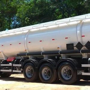 Carreta tanque para transporte de combustivel